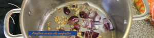 """""""Knoflook en ui in olie aanfruiten - Koninklijke Koningssoep voor koningsdag - Romige wortelsoep met kroontjes croutons - mels Feestje"""""""