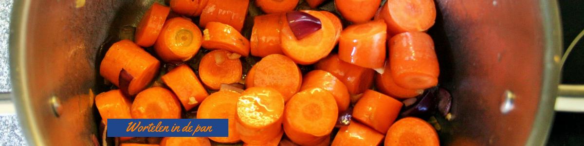 """""""Wortelen in de pan - Koninklijke Koningssoep voor koningsdag - Romige wortelsoep met kroontjes croutons - mels Feestje"""""""