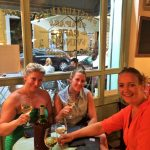 """Meidenweekend Sevilla wachten op onze tafel bij Mama's Bistro - een Must! in je tapasyour Sevilla - Mels Feestje"""""""