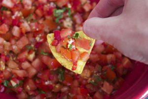 """De beste Mexicaanse tomatensalsa - Pin gevonden op Pinterest en ga ik nu gebruiken voor een Mexicaans thema verjaardagsfeest met Mexicaanse happen - Mels Feestje"""""""