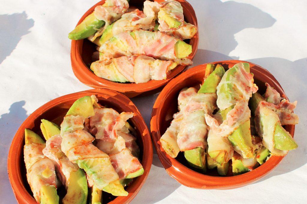 """Mexicaanse verjaardagshapjes - Avocado oven hapje met knapperige spek omwikkeld - hapje - Mels Feestje"""""""