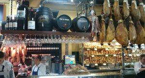 "Patio san Elroy hammen en broodjes Sevilla tapas en wijn tour"""
