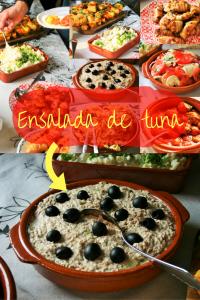 """Beste tonijnsalade! Ensalada de tuna, een simpele succesvolle Spaanse heerlijke tonijnsalade. Fris door augurkjes, Spaans door de versiering met zwarte olijven. BBQ feestje? tapasfeestje? Lunch? Zie het recept op Mels Feestje"""""""""""
