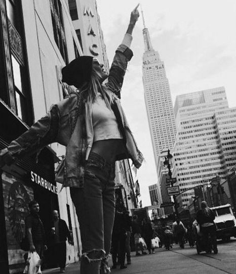 Instagram foto NYC de Empire state building puntje topje aanraken - mels Feestje New York