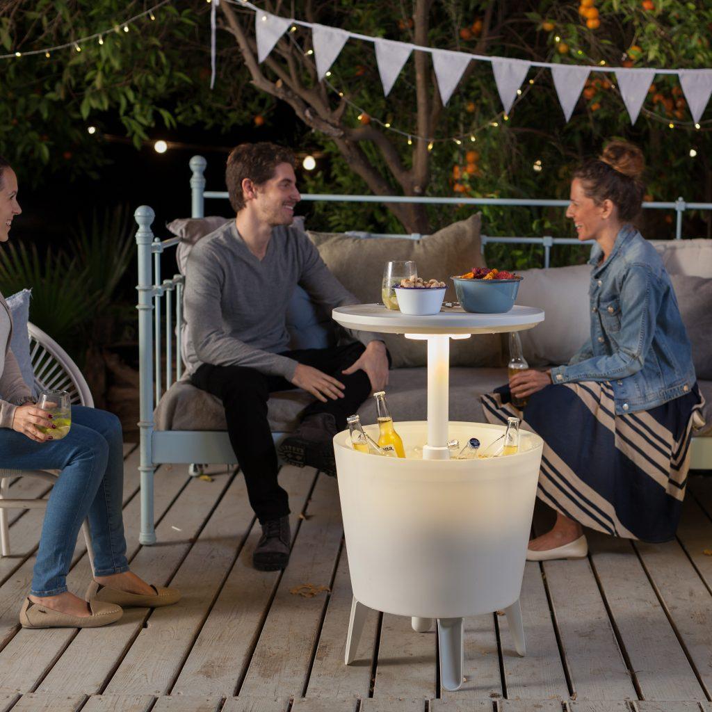 keter-illuminated-coolbar-koelbox - Vaderdag cadeau idee voor de wijn en bier liefhebber - super handige koeler ook voor tuinfeest - Mels Feestje en Feestdagen