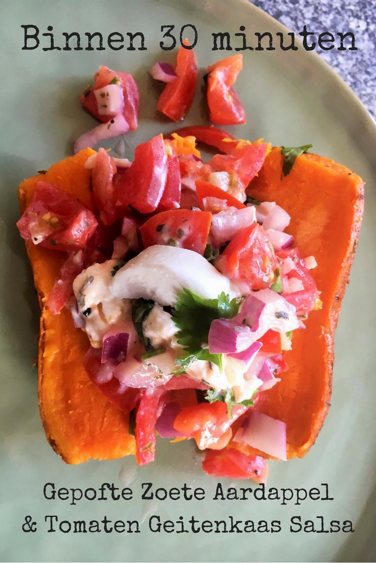 """""""Binnen 30 minuten een Gepofte Zoete Aardappel op tafel, met daarop een heerlijke Tomaten Geitenkaas Salsa. Aangemaakt met een beetje rode ui, knoflook en koriander. Voor als je opzoek bent wat je vanavond moet eten. Lekker stuk vlees erbij & klaar! """""""
