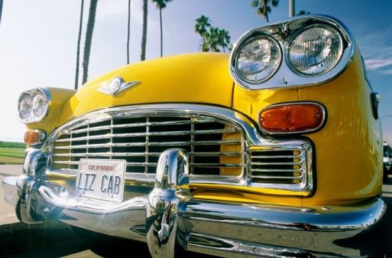 De GELE auto voor Auto Kleuren Bingo. Bestuurders van gele auto's zijn vrolijke mensen. Zwaai dus gelijk maar even! Mels Feestje & Zomervakantie