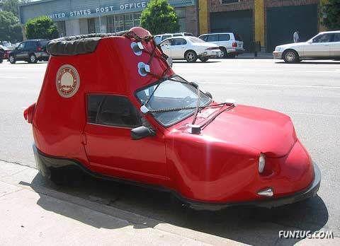 Rode Auto voor de Auto Kleuren Bingo! Hier zitten snelle mensen in, een energiek persoon, vol passie en daadkracht. Op het plaatje een rode auto als schoen, wel grappig! mels Feestje & Zomervakantie