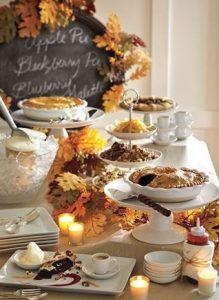 Gezellig ? een herfst buffet tafel! Bij Cookinglife hebben ze hele mooie taart plateaus. Die zijn heel handig vooir je herfst appeltaart. 10x Herfst Sfeer Creëren.